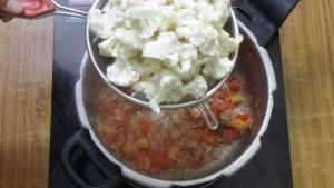 Cauliflower pepper masala -florets
