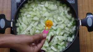 Chow chow kootu -turmeric
