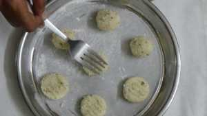 Coconut cookies -press with fork