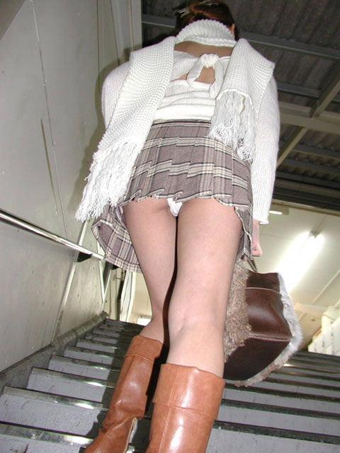 階段パンチラ2