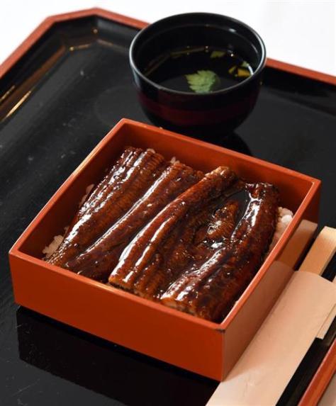 豊島将之八段の昼食、鰻重=16日午前、東京都港区の「グランドニッコー東京 台場」(鴨川一也撮影)