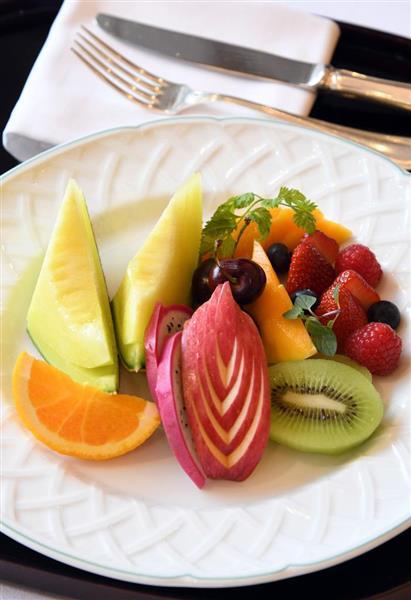 豊島将之八段が注文した午後のおやつ、フルーツ盛り合わせ=16日午後、東京都港区のグランドニッコー東京 台場(鴨川一也撮影)