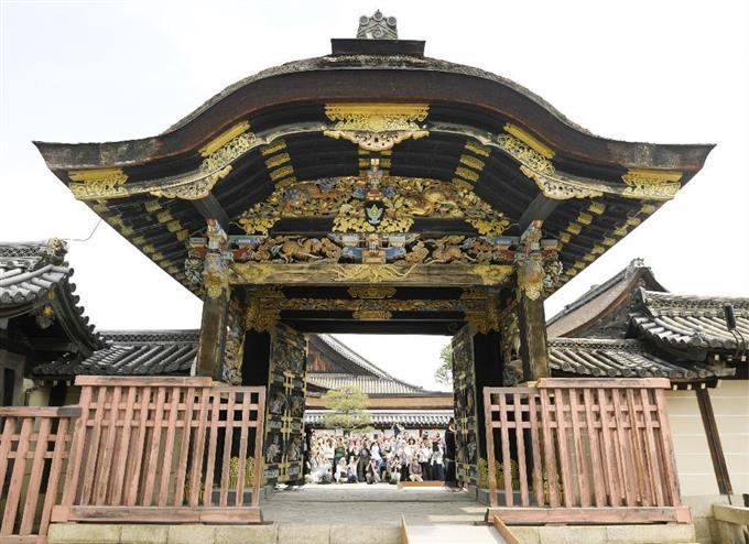 國寶「唐門」34年ぶり開く 京都・西本願寺 - 読んで見フォト ...