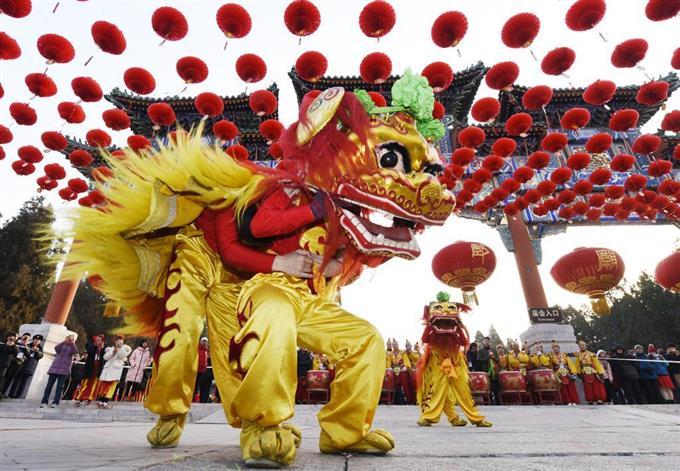 中國,獅子舞で新年祝う 春節迎え縁日開催 - 読んで見フォト - 産経フォト