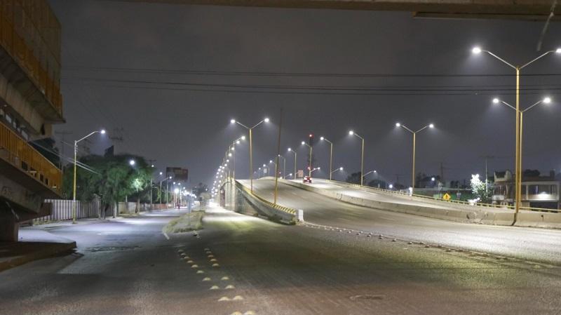 Moderno alumbrado público en carretera a Ríoverde: una realidad