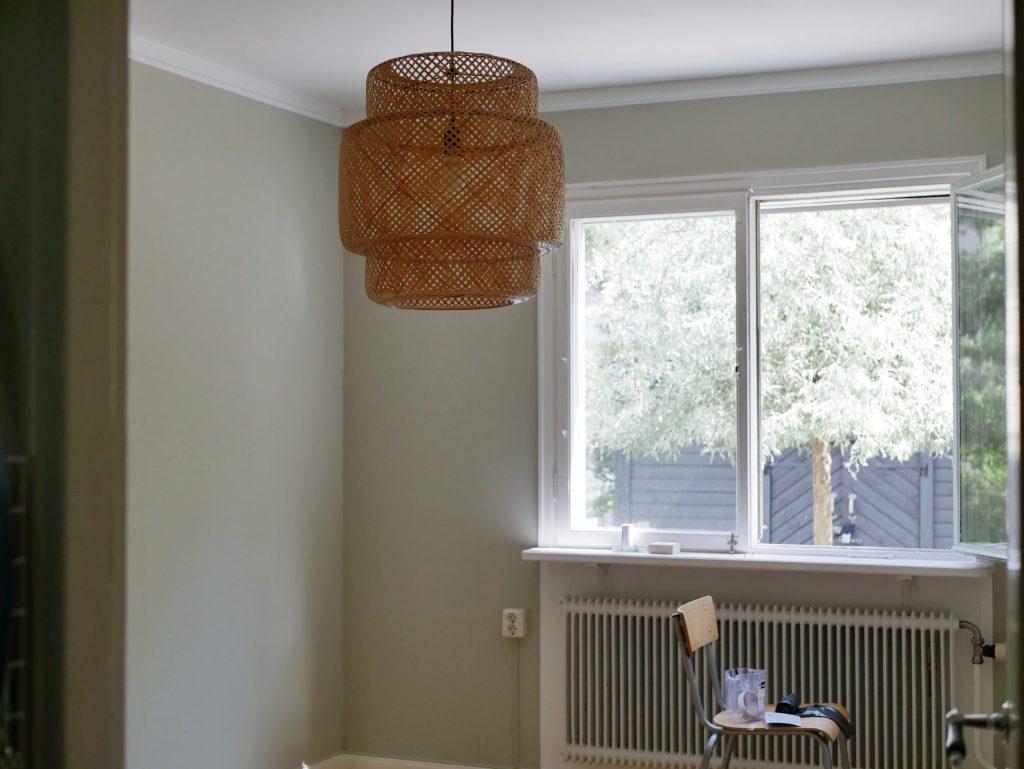Ett nymålat rum utan möbler