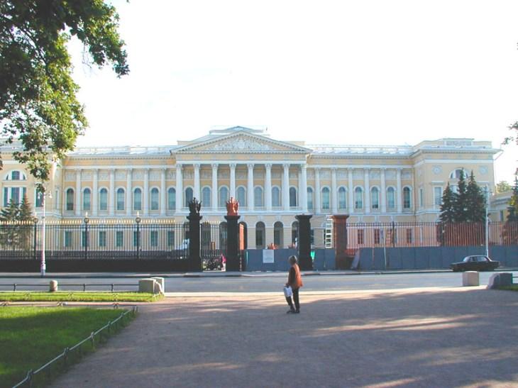 Plaza de las artes y museo ruso