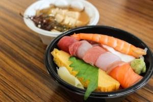 【弁慶鮨・ミニ海鮮丼】さんさん朝市で、海鮮丼を食べられるのは、ここだけ!!早起きは三文の徳の巻。