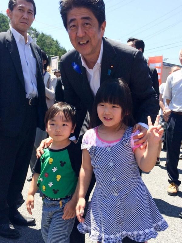 内閣総理大臣と南三陸町の子供達