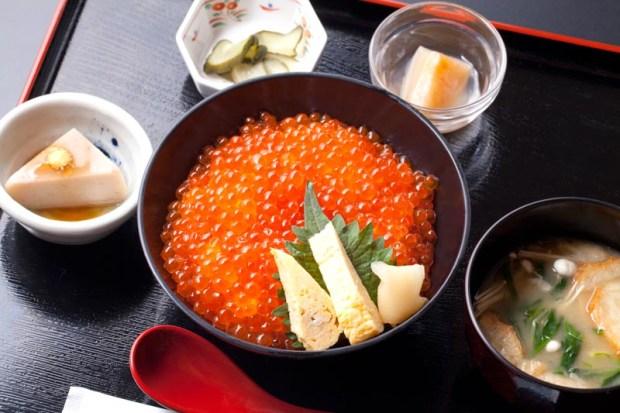 【山内鮮魚店 静江館】自家製イクラ醤油漬たっぷり150gと自家製玉子焼きが入ってます。¥1,850