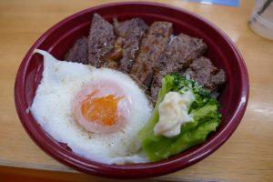 食欲の秋にピッタリ!ボリューム満点!佐利の新商品『肉屋のステーキ丼』!