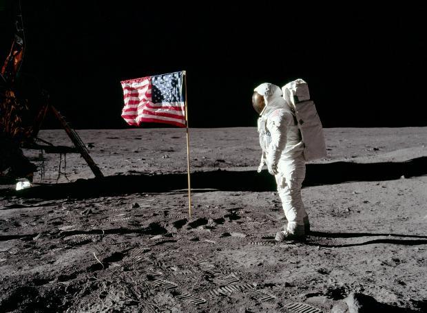 Η πρώτη προσεδάφιση ανθρώπου στη Σελήνη