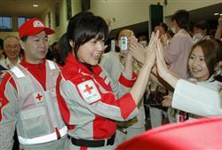 藤原紀香ら、石巻赤十字病院を訪れ激励