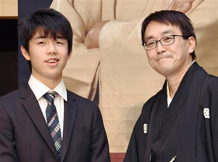 藤井聡太五段(左)と羽生善治竜王