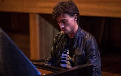 Pianista curitibano traz rock a Itaúna
