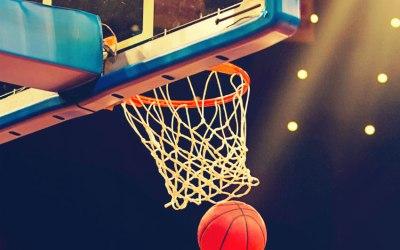 Aulas gratuitas de basquete na  Praça de Esportes JK