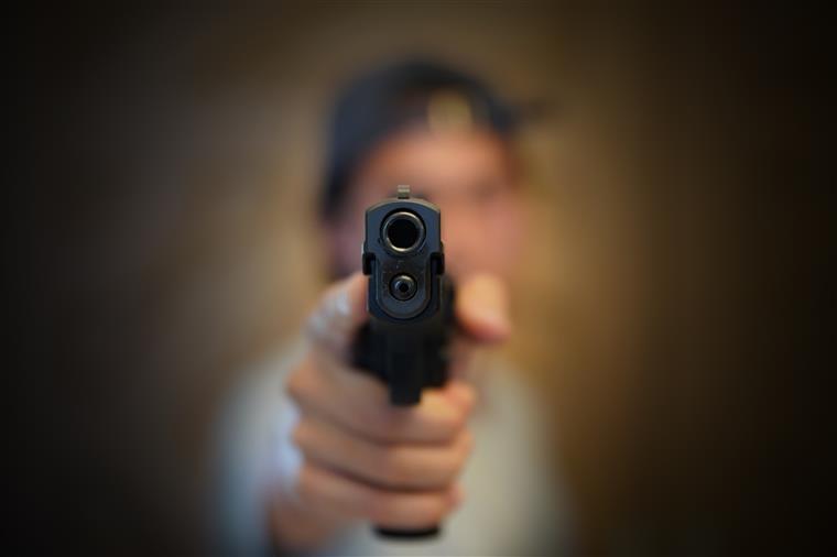 Homem é vítima de tentativa de homicídio em Itaúna; autores são detidos