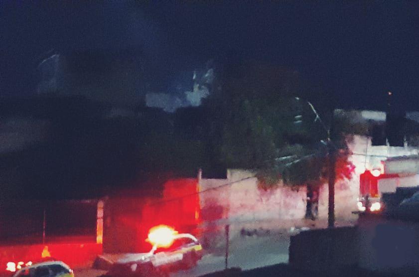 Bombeiros combatem incêndio no Bairro Vila Nazaré