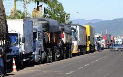 Caminhoneiros prometem paralisação nacional