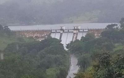 Barragem transborda devido a volume de chuvas
