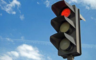 Novos semáforos da Praça funcionarão com luz amarela intermitente