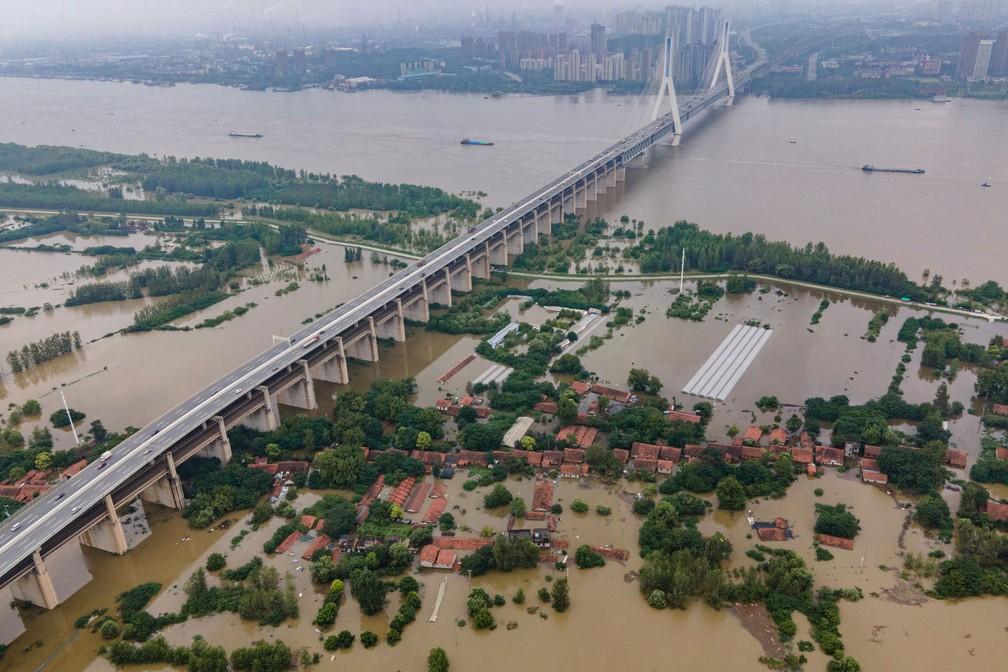 Inundações deixam 140 mortos e desaparecidos na China