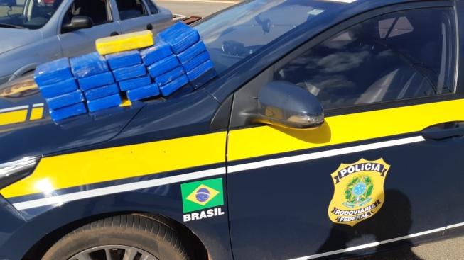 PRF apreende 22 kg de pasta base de cocaína  na BR-262