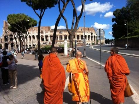 bouddhistes_au_colisee