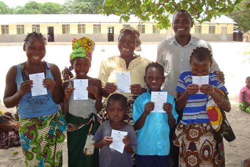 Mozambico, programma registrazione anagrafica Sant'Egidio- i certificati dinascita
