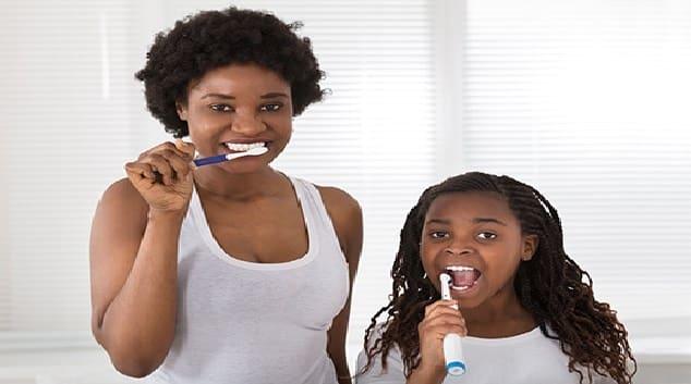 Comment apprendre aux enfants à se brosser les dents correctement