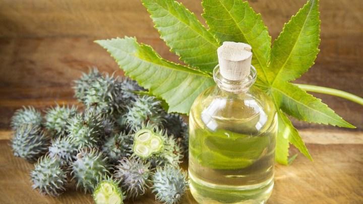 Traitement de l'acné en utilisant l'huile de ricin sur la peau noire