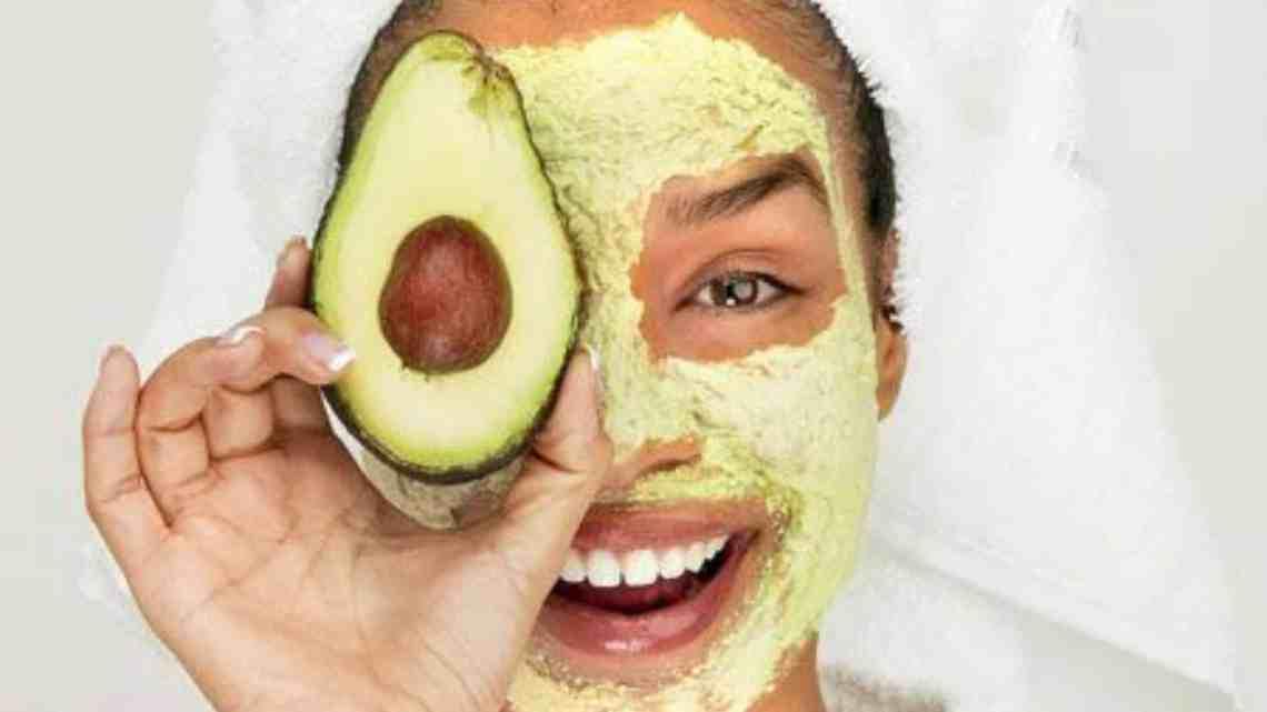 Masque d'avocat pour peau sèche