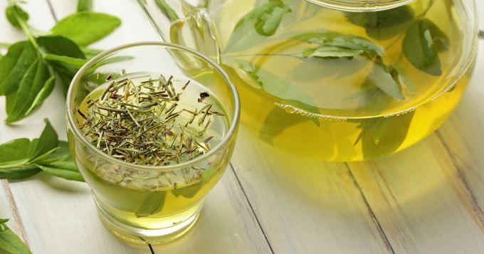 5 avantages utiles de boire du thé détox