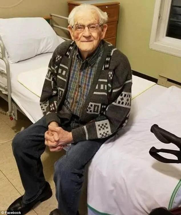 un couple de personnes âgées est forcé à se séparer par une maison de retraite