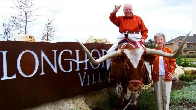 le couple a longhorn village