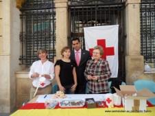 Juan Diego con la mesa de Cruz Roja