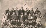 Luis González Miñarro y Jose Antonio Fernández Pastor, con otros maestros y sus alumnos