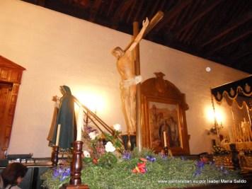 Cruz Guía, al fondo Virgen de las Lágrimas
