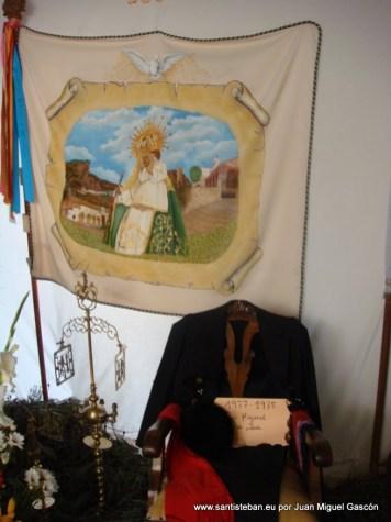 Cruz de la Mayordomía 2011-2012. Banderas de otras mayordomías y decoración típica.