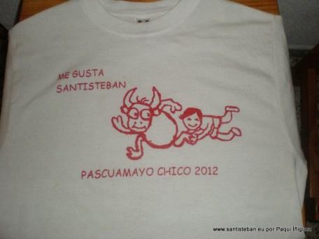 Camiseta repartida a los niños, Paqui Íñiguez
