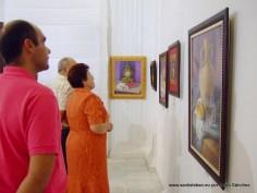 Público contemplando la exposición.