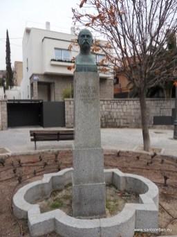 Monumento al poeta Manuel del Palacio, ubicada en la plaza homónima de Madrid.