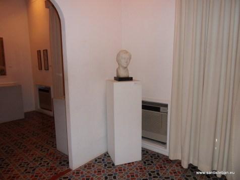 Busto de Vicenta Lorca. Casa Museo Huerta de San Vicente, Granada.