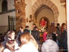 Jóvenes Scouts preparando la procesión