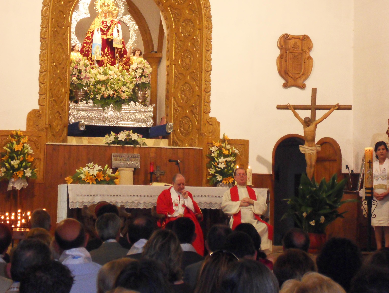 Sacerdotes en solemne Función Religiosa del día de Pentecostés, en honor a Ntra. Señora. 2012