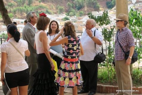 Cálido encuentro de vecinos y amigos antes de la fiesta