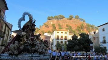 Nuestra Señora del Collado con La Guaría al fondo