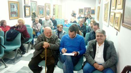 En primer plano Juan José Armijo, presentador, Juan Diego Requena, Alcalde de Santisteban y Urbano Peñalver, autor