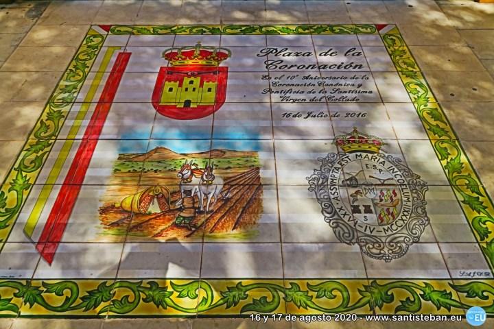 A la entrada de la Ermita del Ejido