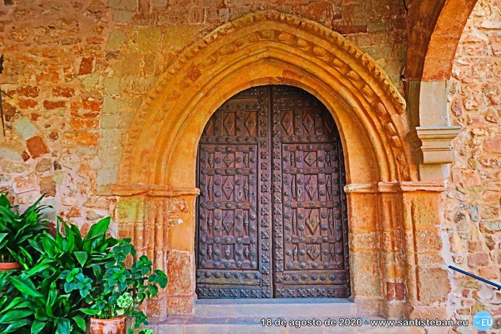 Puerta de entrada a Santa María - Románico